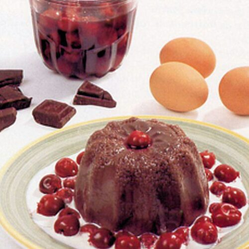 Pudding chaud au chocolat et aux cerises